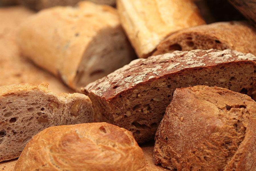 Frisches Brot bei EDEKA Sommer
