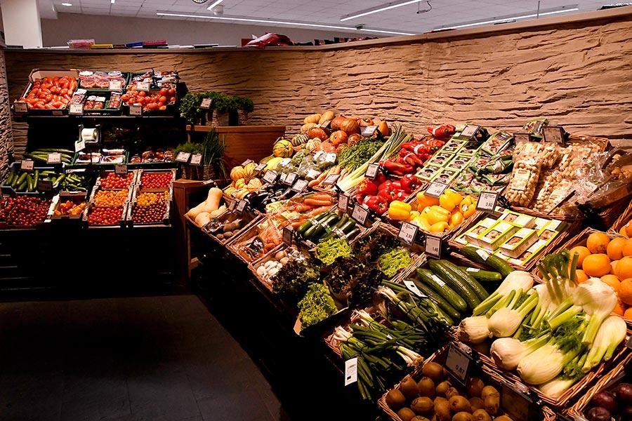 Frisches Obst und Gemüse bei EDEKA Sommer